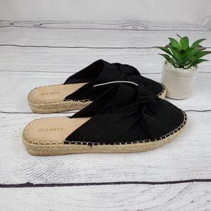 {Old Navy} Black Slip On Close Toed Sandals